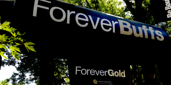 A sign that says ForeverBuffs ForeverGold