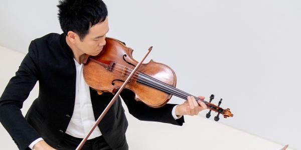 musician Richard O'Neill playing a viola