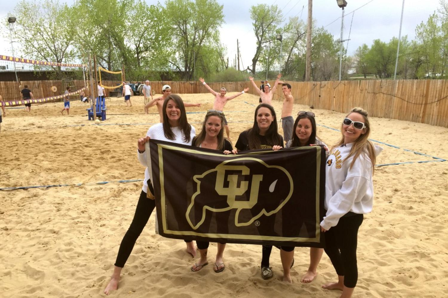 CU Boulder Young Alumni at volleyball game