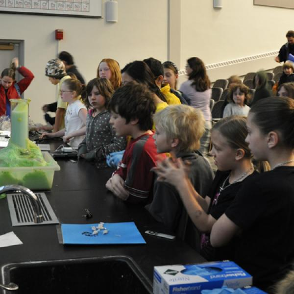 School kids amazed by Anseth Group CU Wizards demo