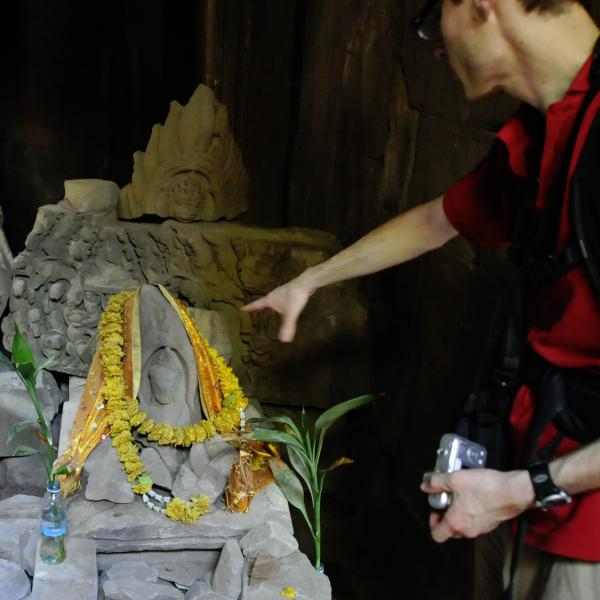 Eric lecturing at Ta Prohm