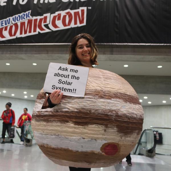 Amanda White dressed as the planet Jupiter at New York Comic Con