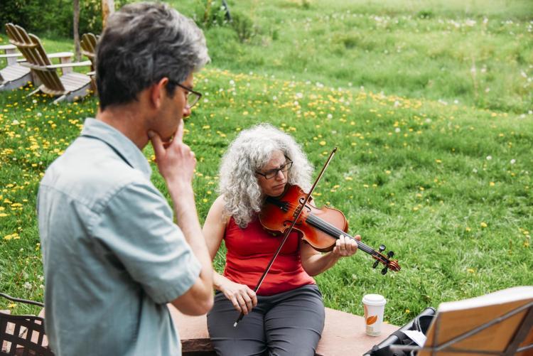 Alicia Svigals and Yonatan Malin rehearsing