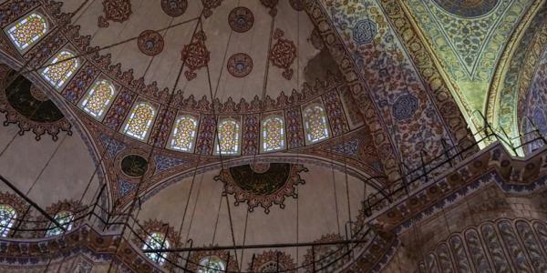 Photograph of a roof with a middle eastern design.