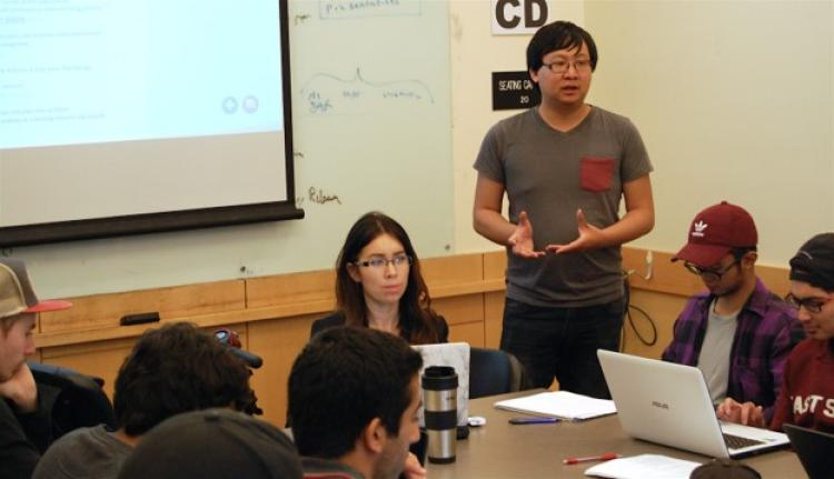 Student Technology Consultants Nicola Cave and Austin Chau teach students to use Digication.