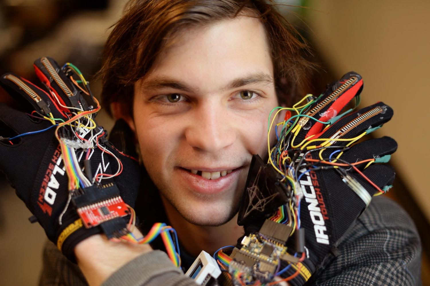 Photo of Kristof Klipfel with musical gloves