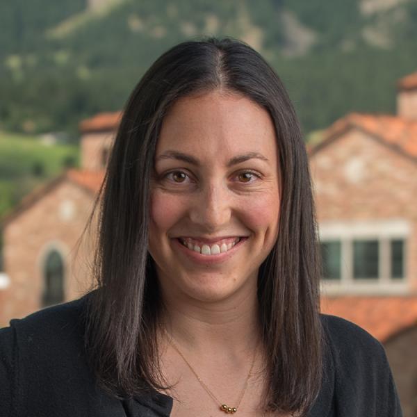 Lindsay Backer Headshot