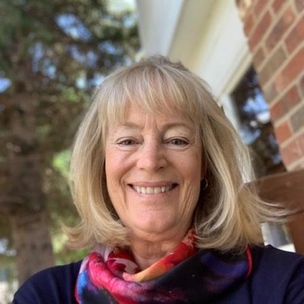 Kathleen Hammond Headshot
