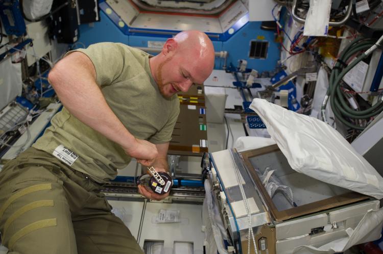 ESA astronaut Alexander Gerst cranking a GAP