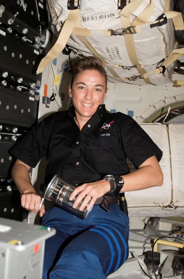 NASA astronaut Heidemarie Stefanyshyn-Piper cranking a GAP during the Microbe experiment