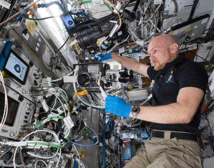 ESA astronaut Alexander Gerst using the BSMP during the PCG-16 experiment