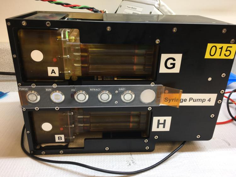 SPOC pump module with loaded chip casettes and media casettes