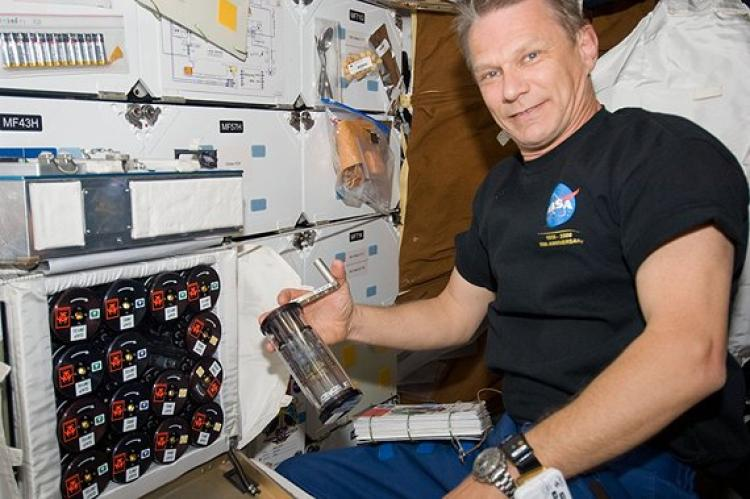NASA astronaut Piers Sellers activating GAPs during the Micro-2 experiment