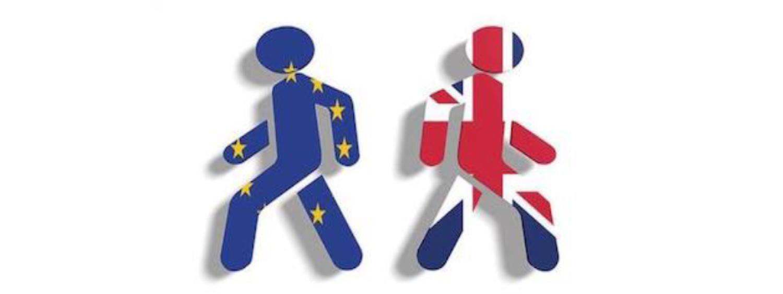 Two people walking away, photo credit: Europost