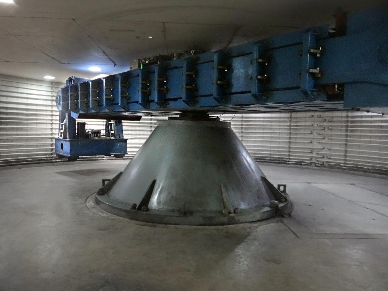 The 400 g-ton centrifuge