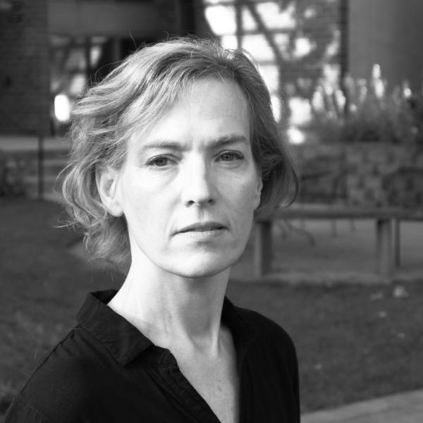 Julie Carr headshot