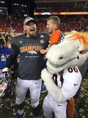Tyler Polumbus and his son celebrate the Broncos Super Bowl win
