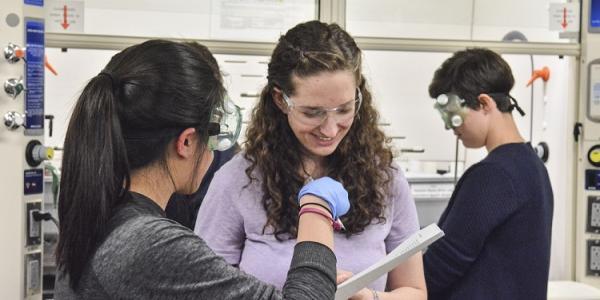 Organic TA with lab student
