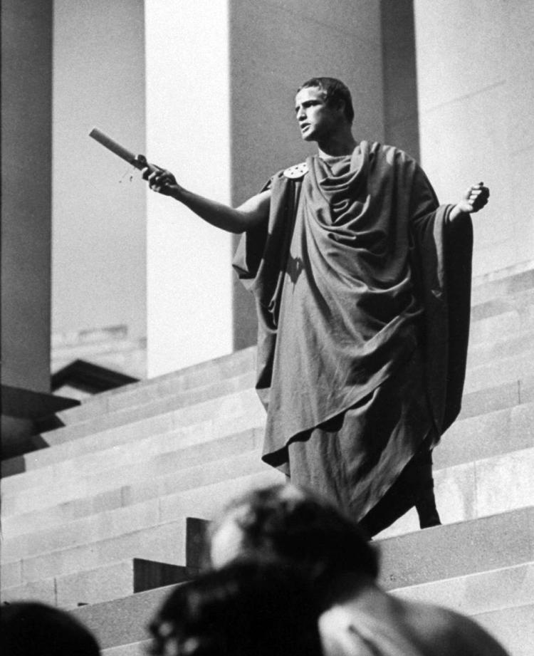 Picture of Marlon Brando being Julius Caesar