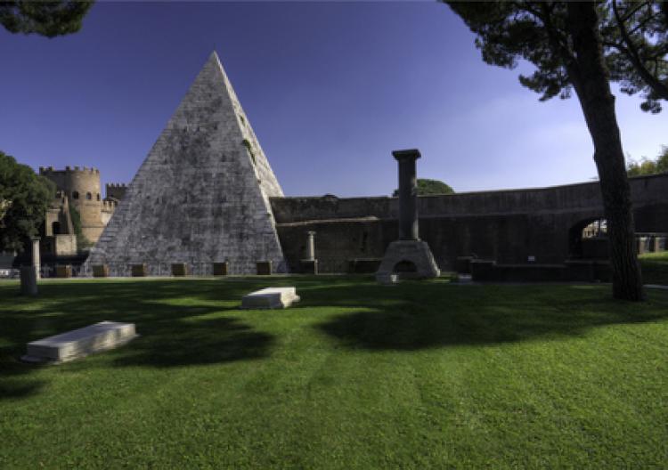 Ancient pyramid Cestius