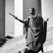Picture of Marlon Brando being Julius Caesar