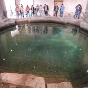 a roman circular bath, Farah Tsai, CC BY 2.0 <https://creativecommons.org/licenses/by/2.0>, via Wikimedia Commons