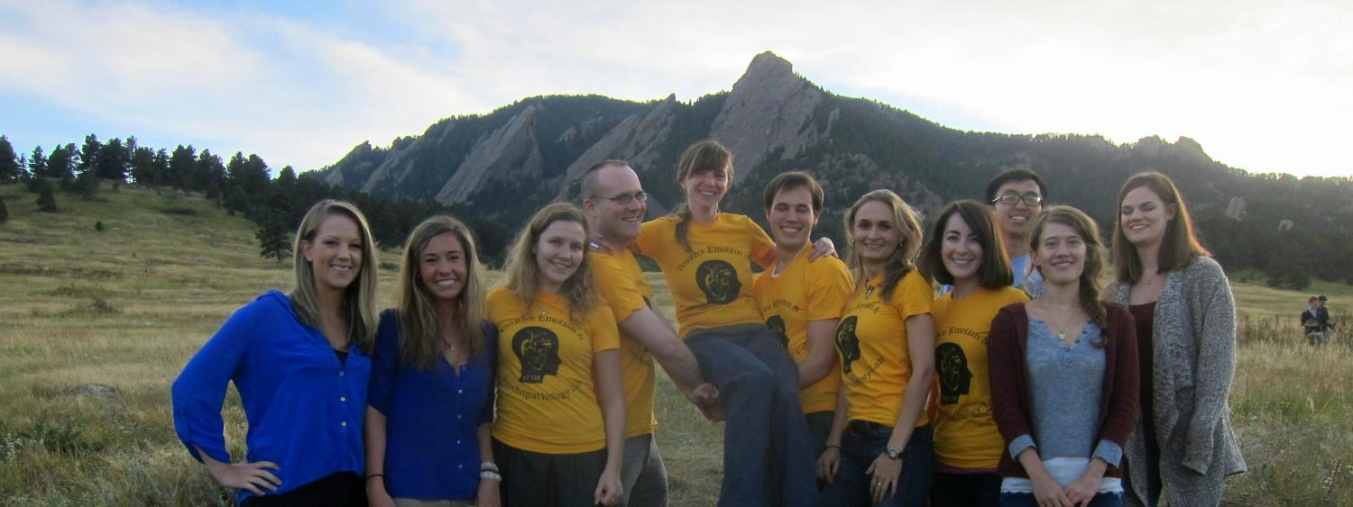 Student group photo in front of the flatiron mountains