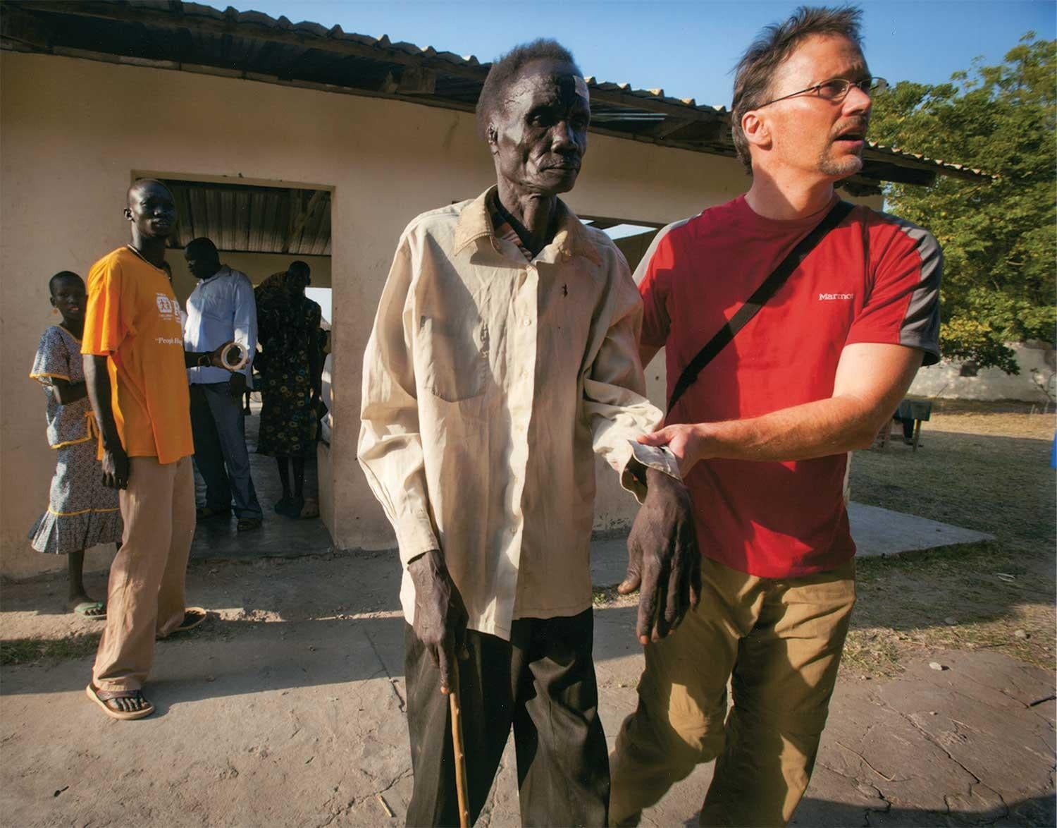 Jordan Campbell(Comm'91) leads one of the blind patients