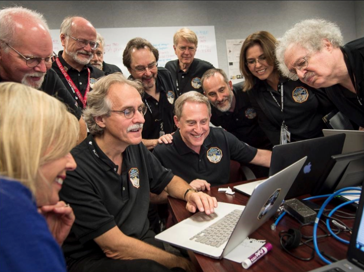 Alan stern and team looking at photos of pluto