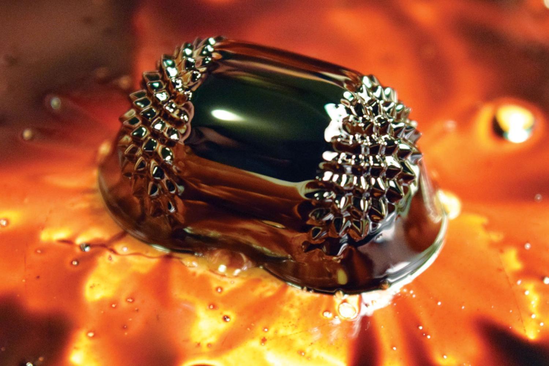 spiky metallic flowing object