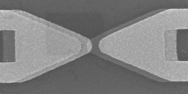 This scanning electron microscope image shows the distinct bow tie shape of an optical rectenna. (Credit: Moddel lab)