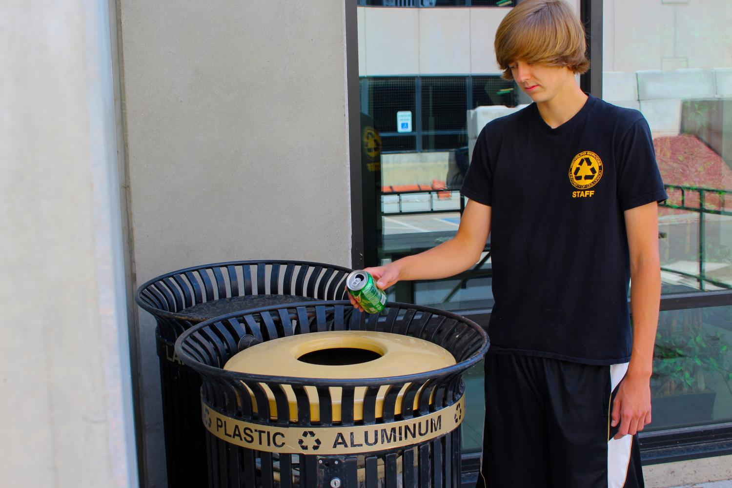 A CU Boulder student Recycles in the right bin