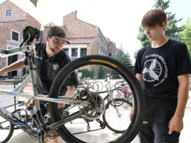 Bike Maintenance Assistance | Environmental Center | University of