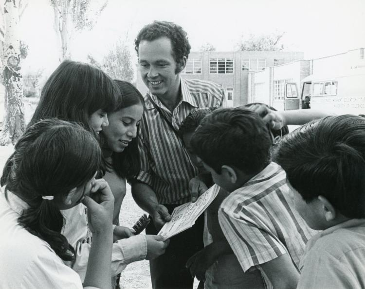 Barry Thomas shared Spanish-language health and nutrition books with a group of students at a summer program in Longmont. (Daily Camera Collection, CU Heritage Center)