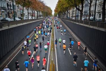 group of runners running in a marathon