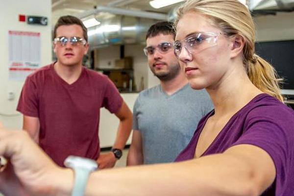 Students work on equipment in Idea Forge