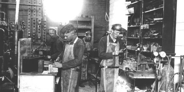 c1918 Testing Storage Batteries