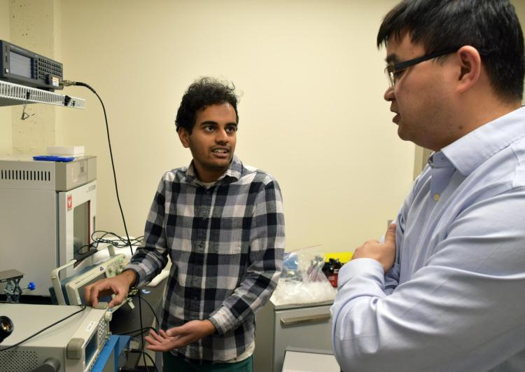 Xiaoyun Ding in the lab with his student.