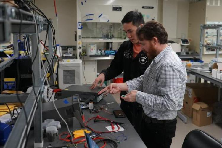 Greg Whiting in the lab with a student