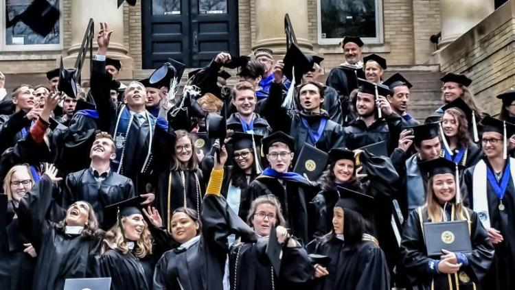 A group of CU graduates
