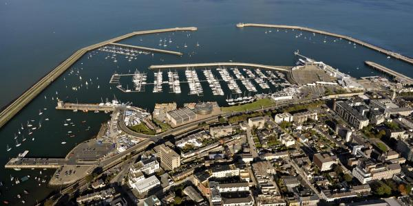 Dunlaoghaire Harbour by PaulODonnell is licensed under CC BY 2.0