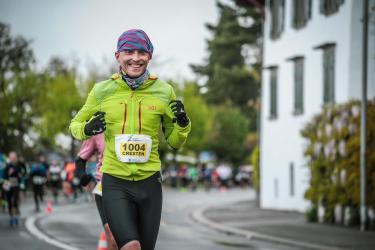 Cresten Mansfeldt running in a marathon in Zurich