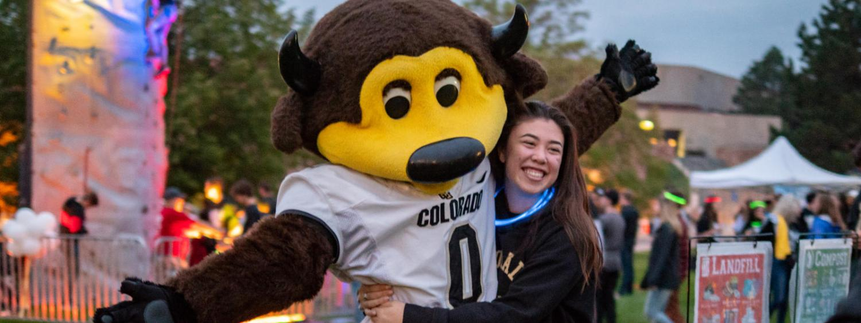 student hugging chip mascot