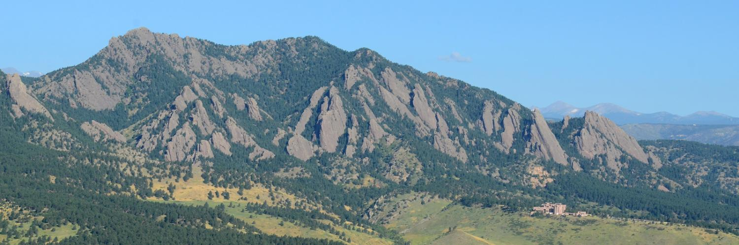 The Flatiron mountains behind the CU Boulder campus