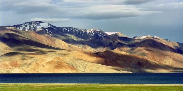 Tibetan plateau with mountains vista and grassland