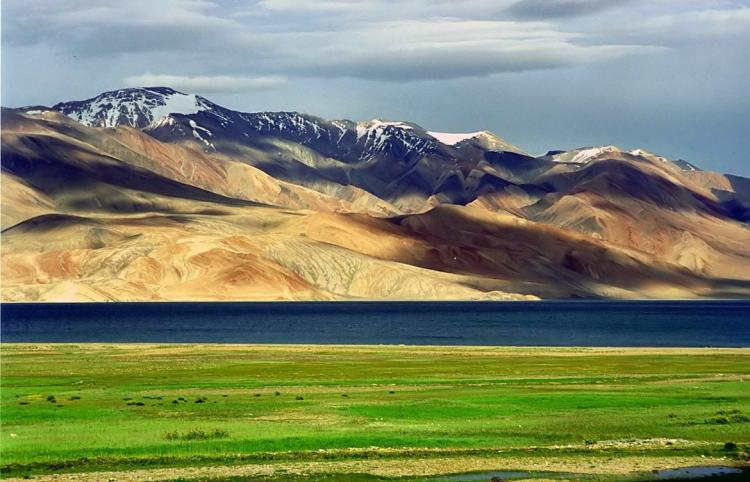 Tibetan plateau with mountains vista and grassland