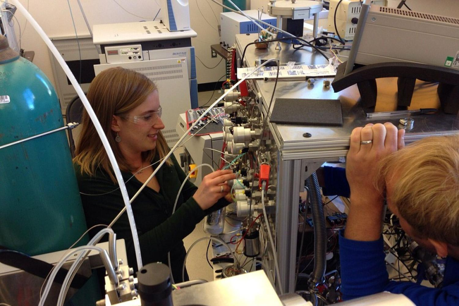 Work on the dual inlet MAT253 Plus isotope ratio mass spectrometer.