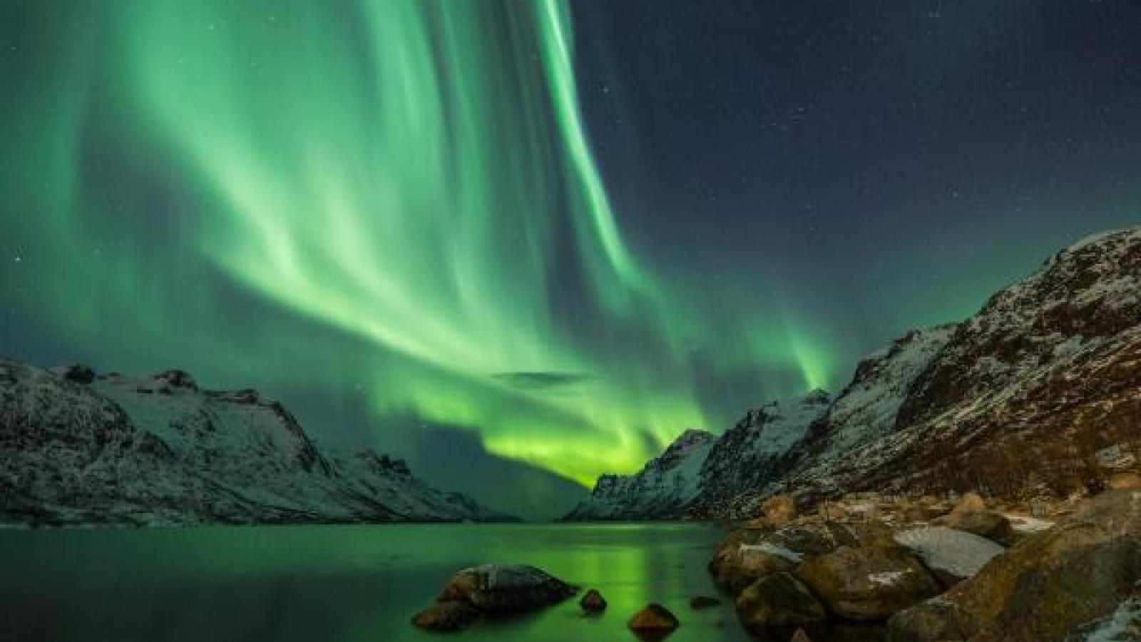 Solar wind fills research sails at space weather center