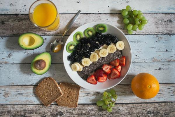 Fruit and oats bowl