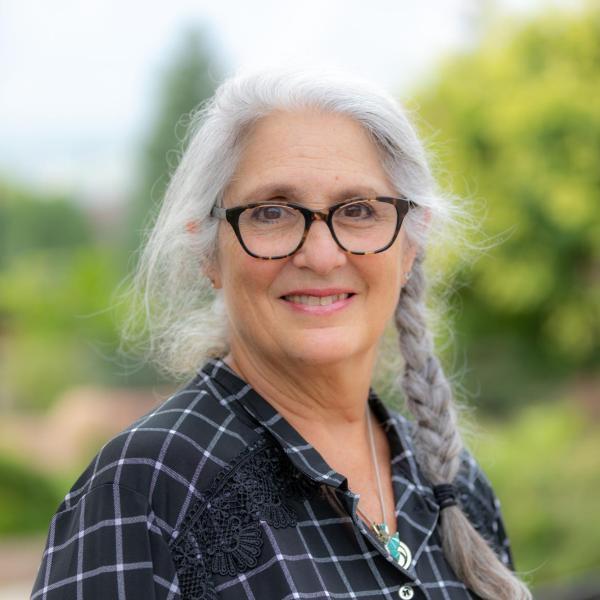 smiling woman: andi wittenberg